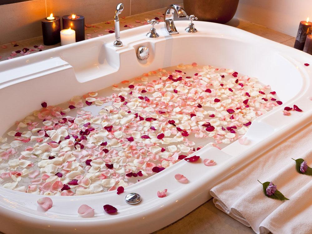 ванна, розы