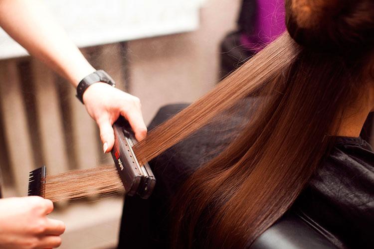 кератиновое выпрямление волос, выпрямление волос, кератин, утюжок