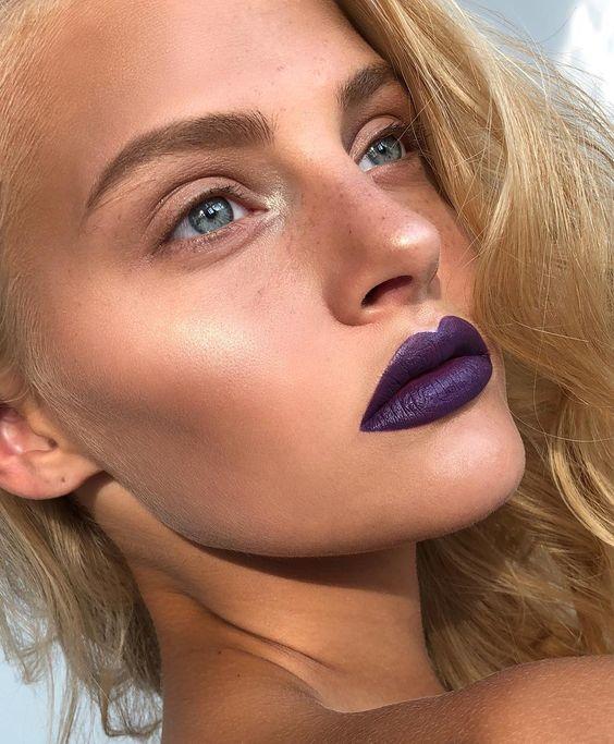 фиолетовая помада