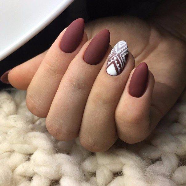 Матовые ногти с узорами